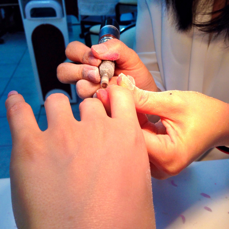 De nagel bijslijpen.